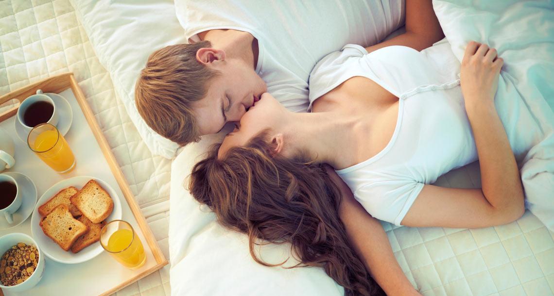 prepara a la novia dormida para un creampie
